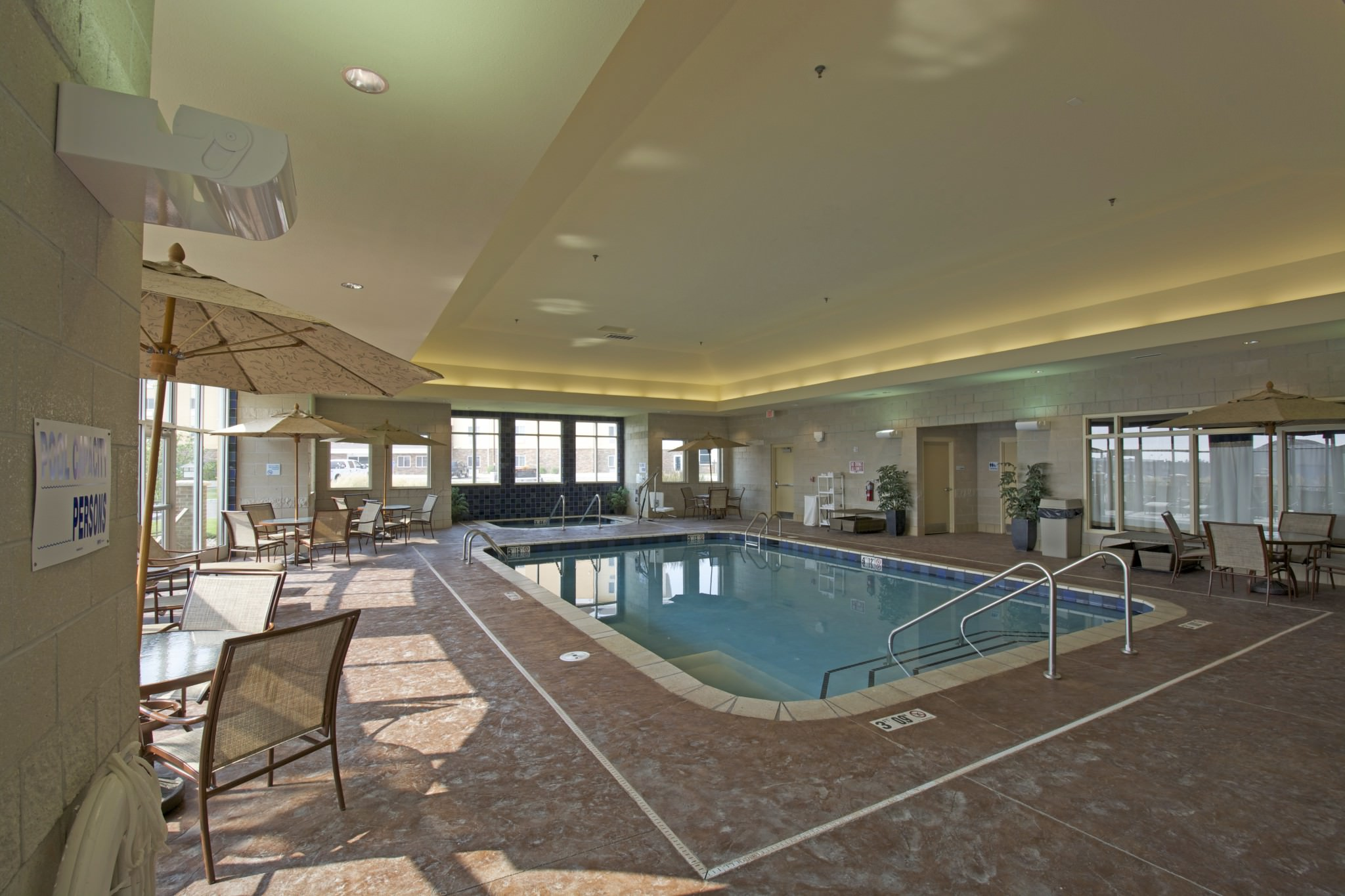 Holiday Inn pool room