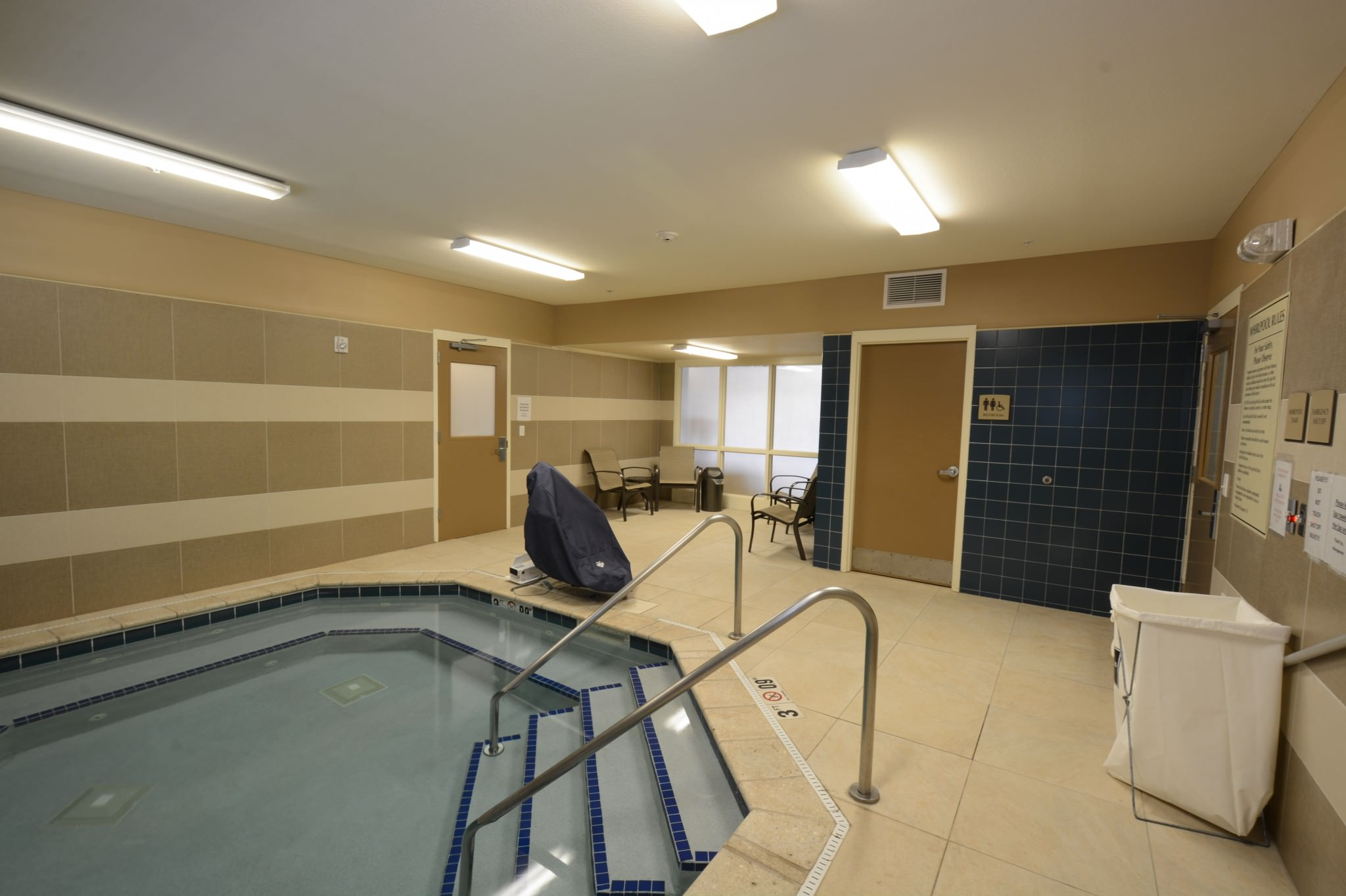 HomStay pool room
